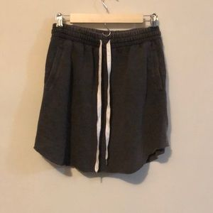 Grey skirt w pockets